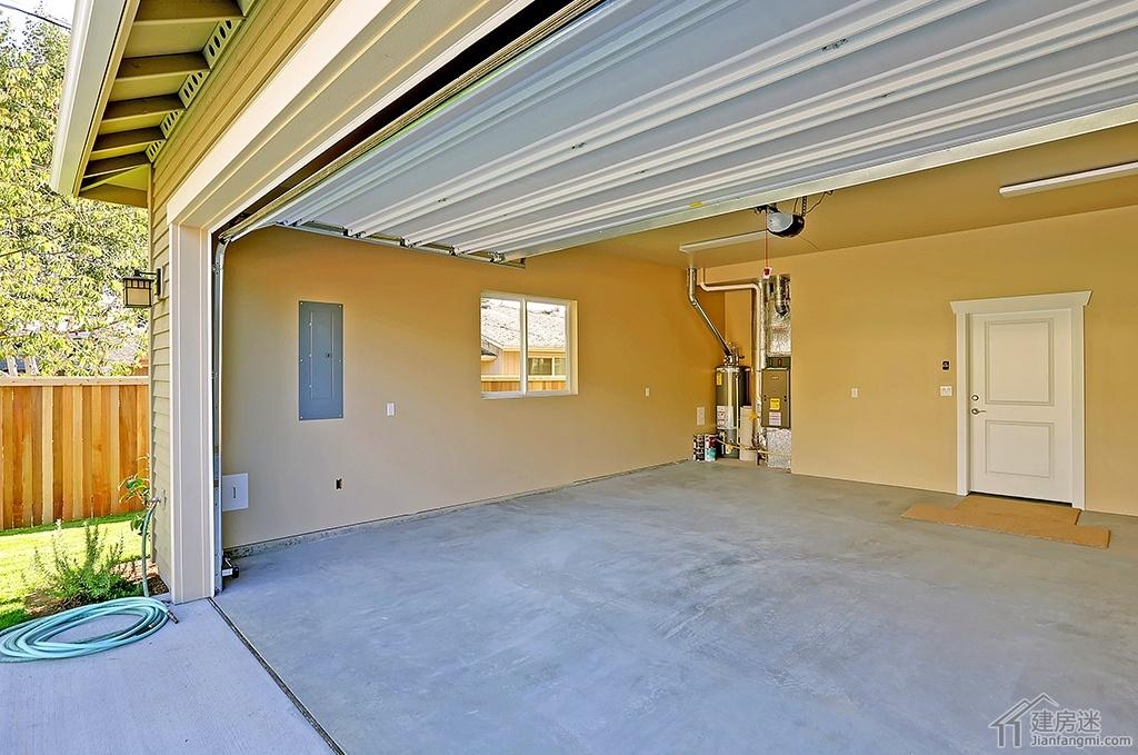 美式别墅设计欣赏两层三大间240平米干挂PVC外墙板房屋设计图
